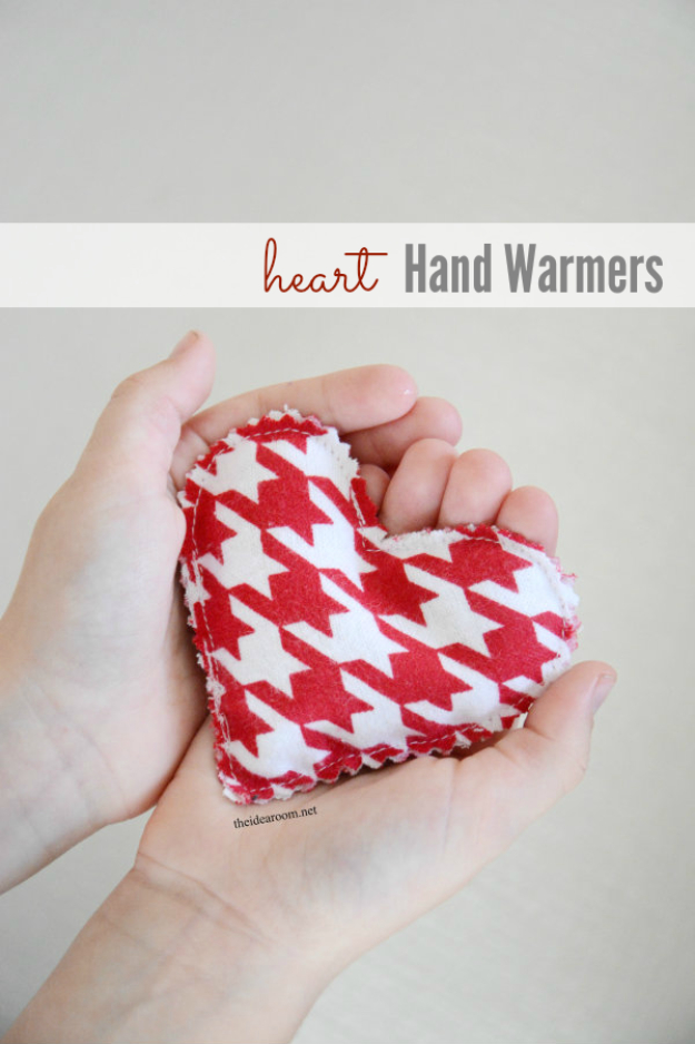 Best DIY Valentines Day Gifts - DIY Heart Hand Warmers - Cute Mason Jar Valentines Day Gifts and Crafts for Him and Her   Boyfriend, Girlfriend, Mom and Dad, Husband or Wife, Friends - Easy DIY Ideas for Valentines Day for Homemade Gift Giving and Room Decor   Creative Home Decor and Craft Projects for Teens, Teenagers, Kids and Adults http://diyjoy.com/diy-valentines-day-gift-ideas