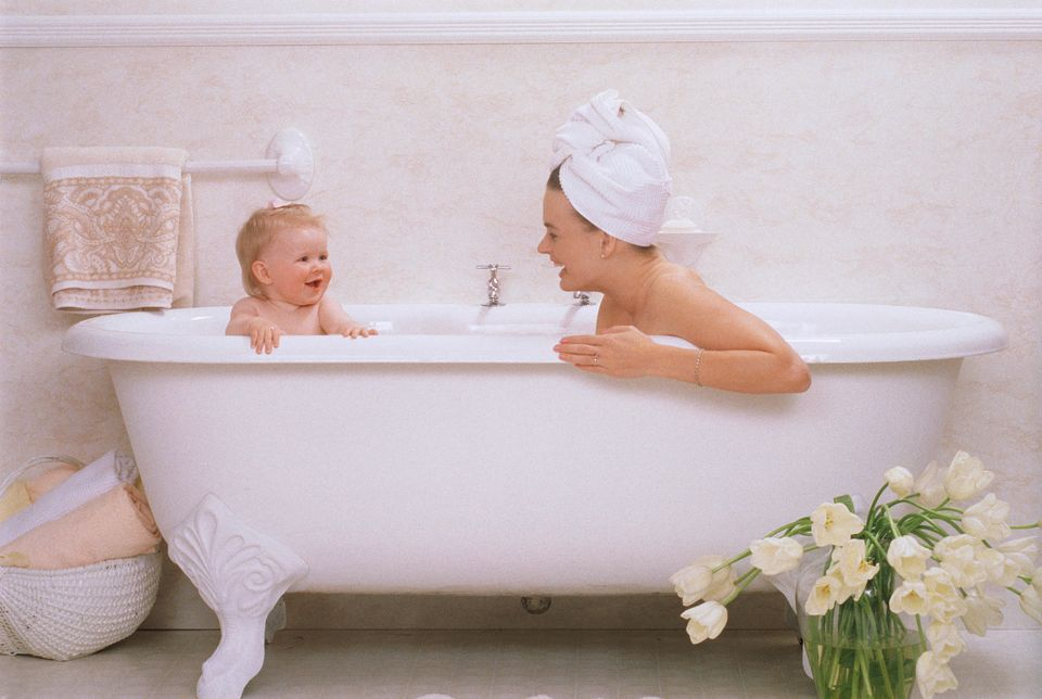 Getty-baby-and-mom-in-tub.jpg
