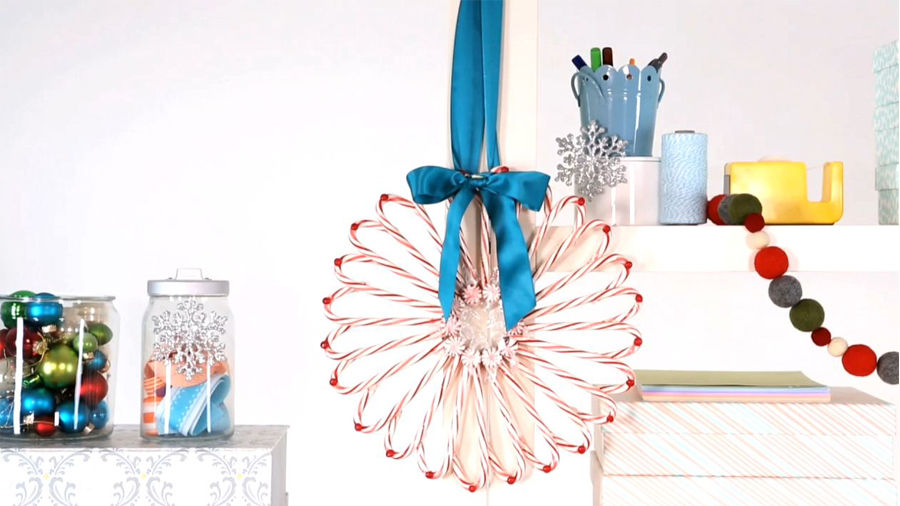 How to make a candy cane wreath diy arts and crafts for Peppermint swirl craft show