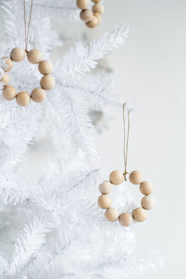 How to Make a Christmas Wreath Ornament from Wooden Beads-4