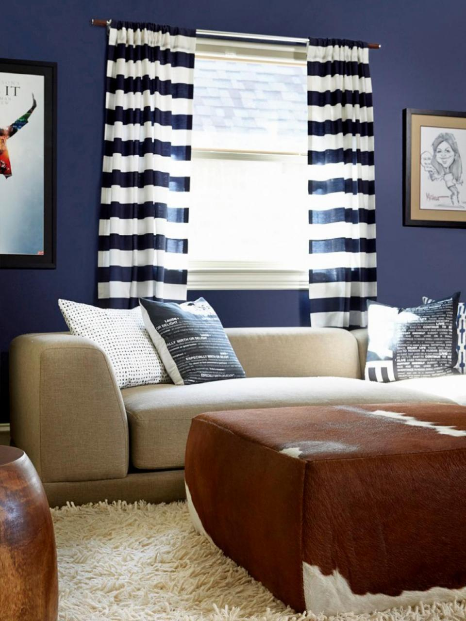 Designer lindsey coral harper covered the wall in a lacquered navy blue and added bits of brown with wooden frames on the side chairs and art