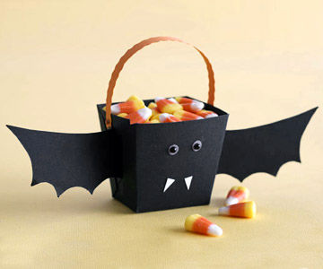 MAKE A BAT HALLOWEEN TREAT BUCKET