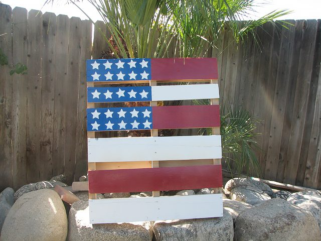 How to create interesting artwork with a pallets